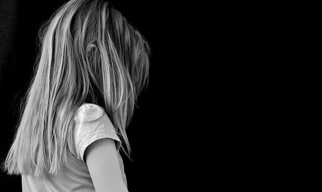悲しい少女 イメージ画像